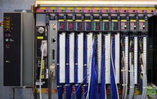 PLC -Saiba o que é e como utilizar nas indústrias